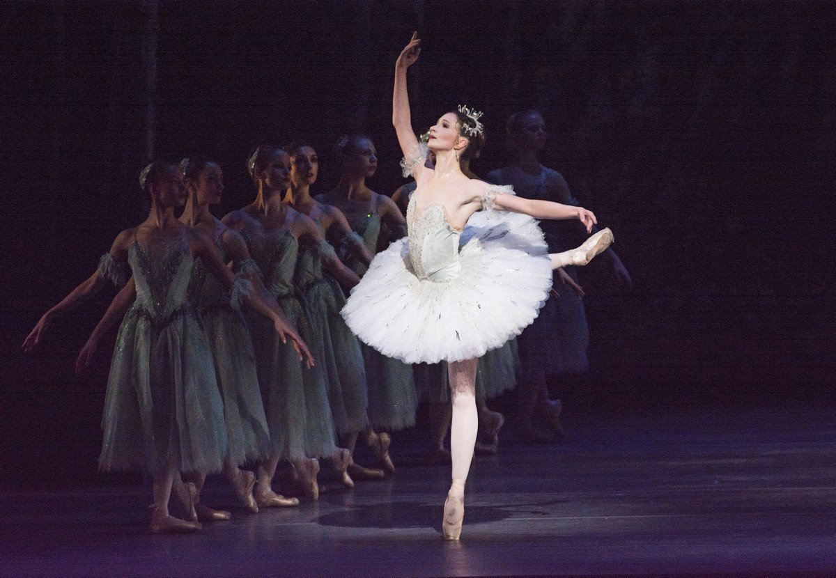 The Sleeping Beauty. Lauren Cuthbertson as Princess Aurora © ROH, Tristram Kenton, 2014 (2)