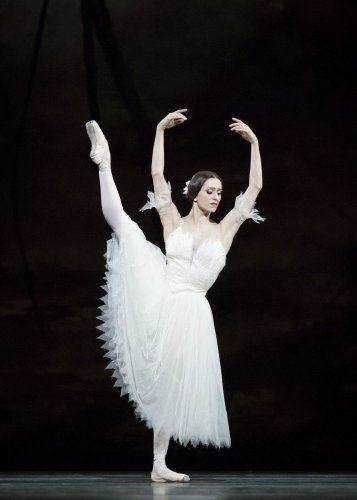 Marianela Nuñez as Giselle in Giselle, The Royal Ballet. ©ROH 2018. Photographed by Helen Maybanks (1)