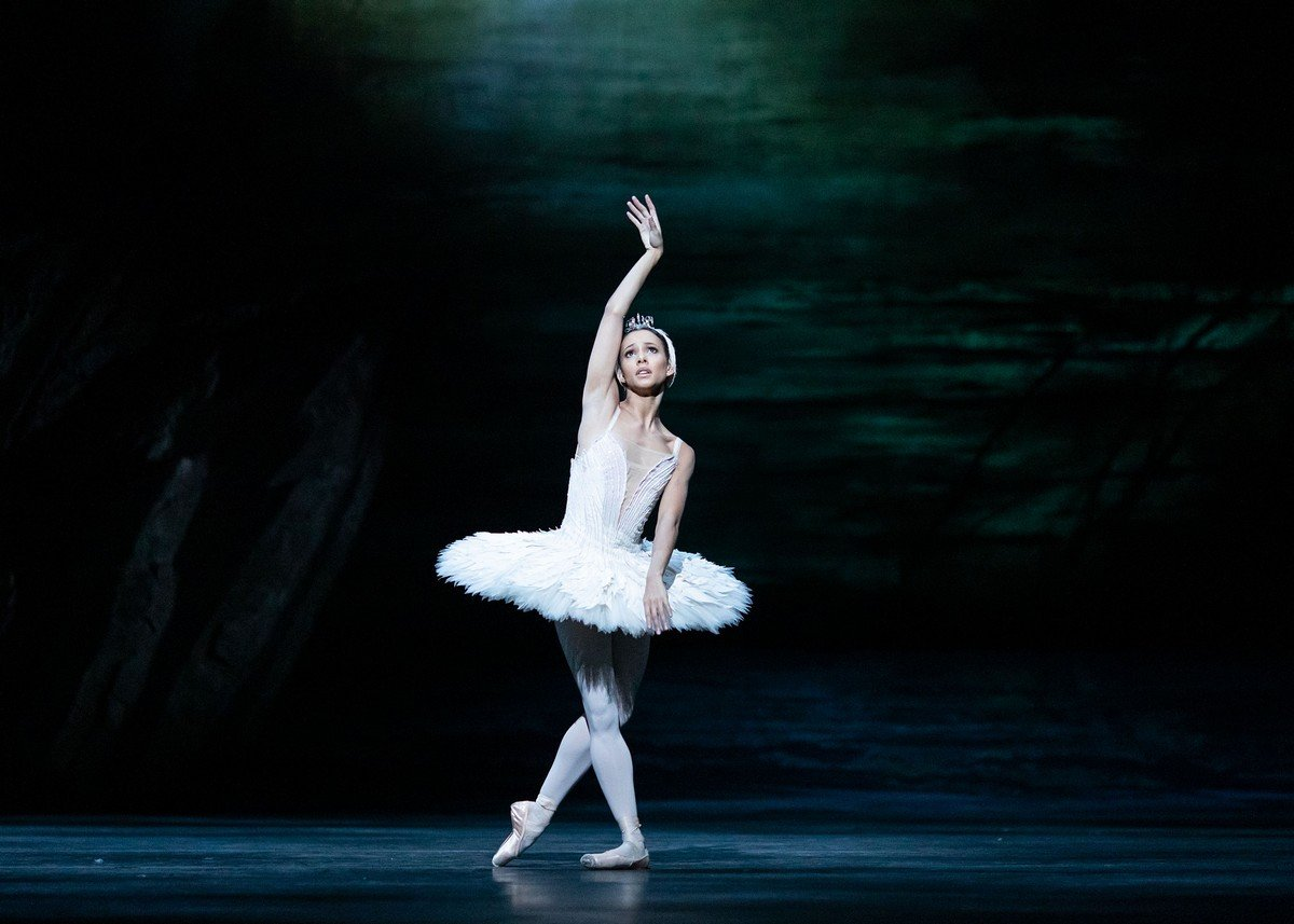 Francesca Hayward in Swan Lake, photo by Helen Maybanks ©2020 ROH