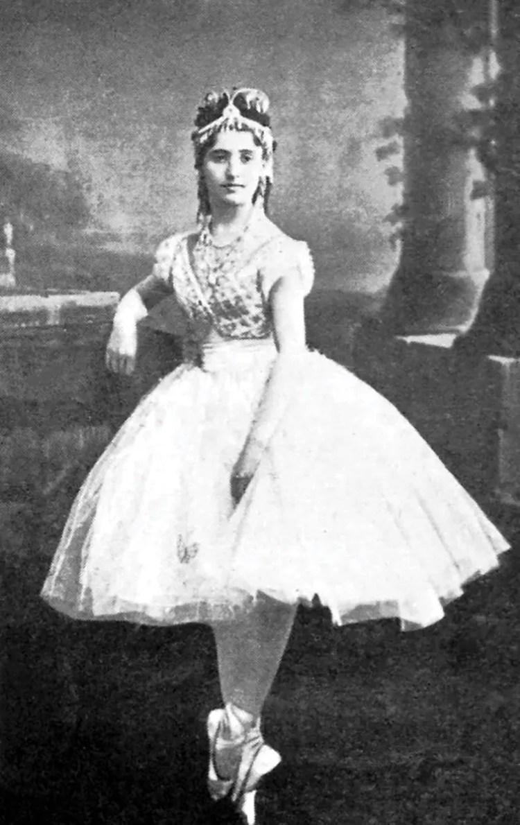 Giuseppina Bozzacchi as Coppélia, 1870 - 02