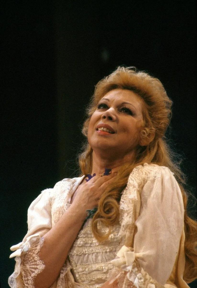 Mirella Freni as Adriana Lecouvreur in 1989, photo by Lelli e Masotti © Teatro alla Scala-02