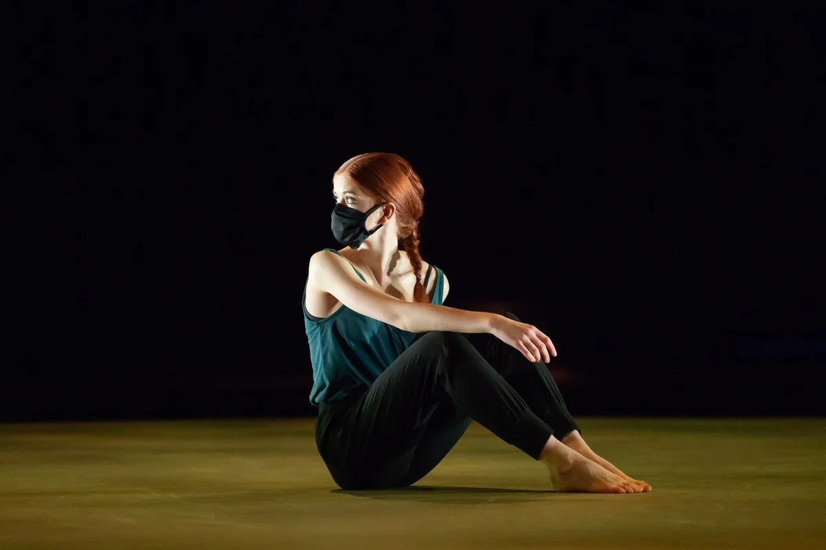 ENBS 3rd Year Women in Hannah Cameron's Extracts from contemporary classwork © photo by ASH 2