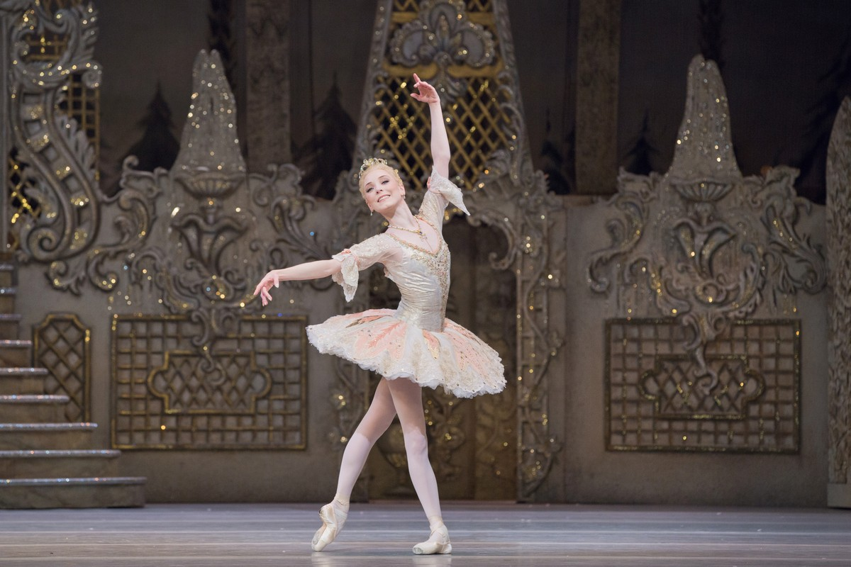 Sarah Lamb as The Sugar Plum Fairy in The Nutcracker, The Royal Ballet. © 2017 ROH. Photographed by Karolina Kuras.