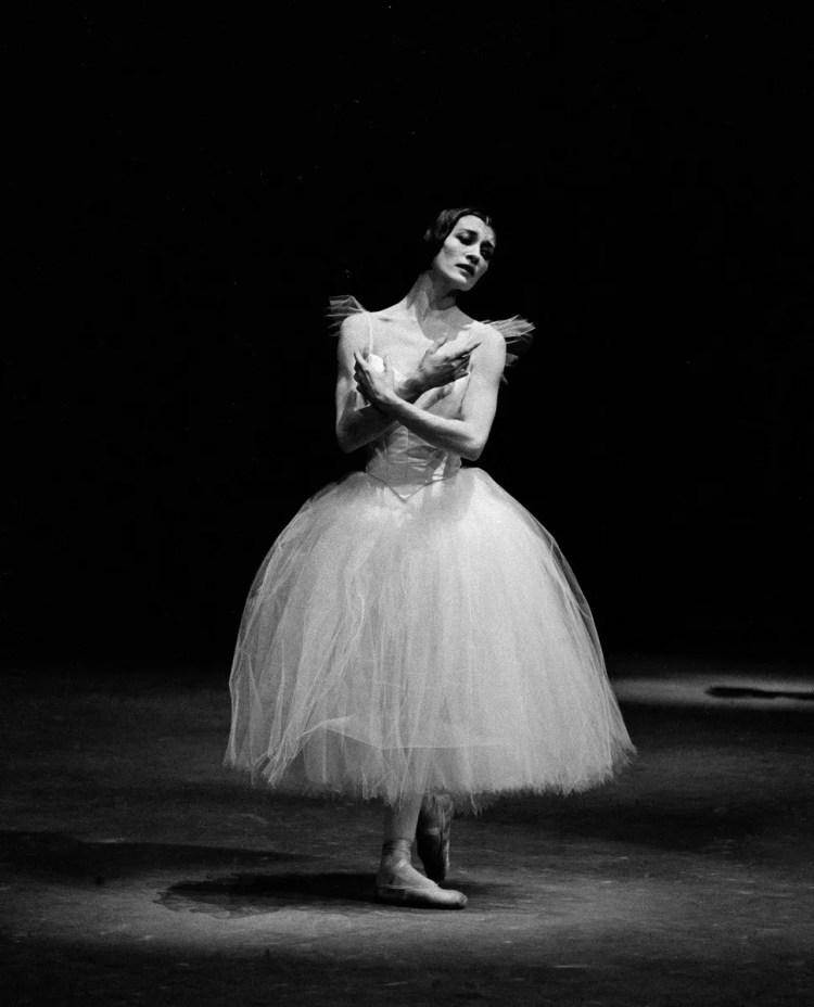 Carla Fracci 1964 Giselle photo Erio Piccagliani