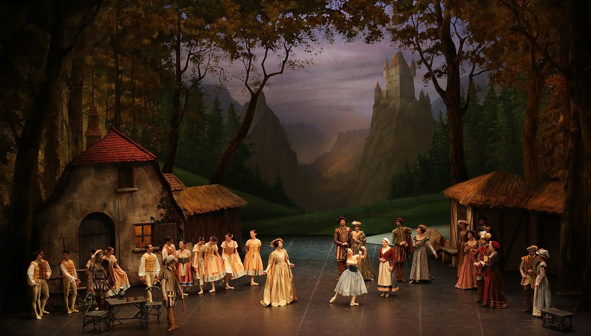 Giselle, Act One, photo Brescia e Amisano © Teatro alla Scala