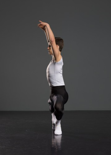 Antonio Casalinho doing ballet class. Photo by Nikita Alba - 04