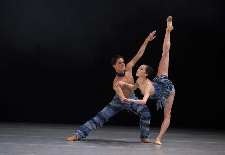 Dancers (from left) Garry Corpuz, Chen Zhiyao, photography by Conrad Dy-Liacco - 2.jpg