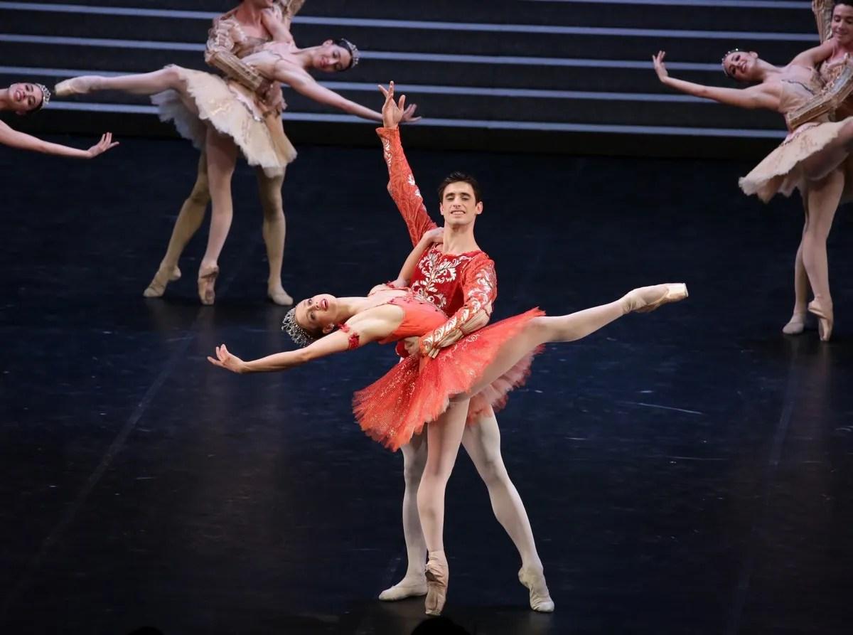 Raymonda - Virna Toppi, Nicola Del Freo e il Corpo di Ballo, photo by Brescia e Amisano ©Teatro alla Scala