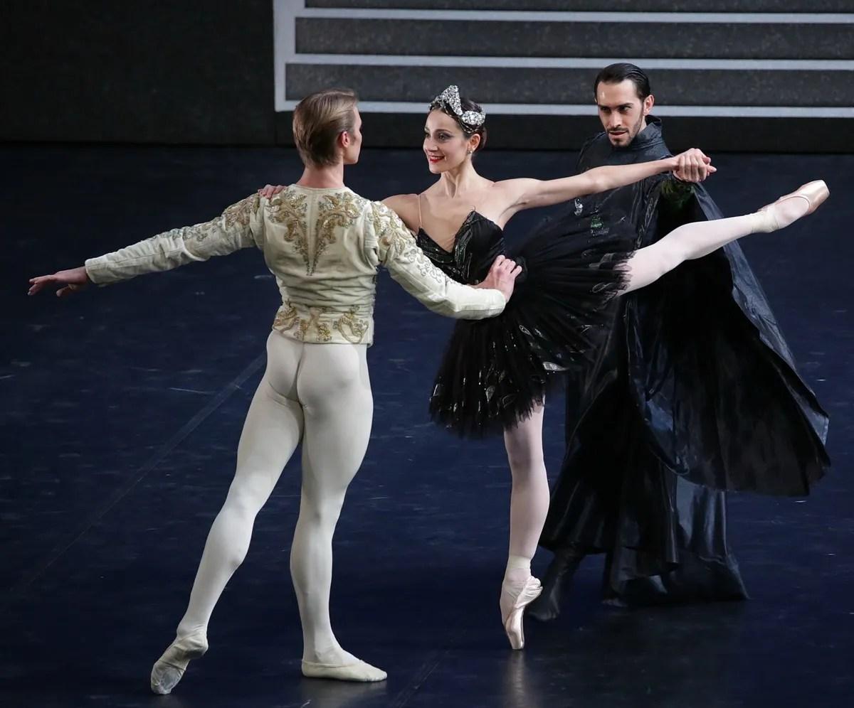 Swan Lake - Nicoletta Manni, Timofej Andrijashenko, Christian Fagetti, photo by Brescia e Amisano ©Teatro alla Scala