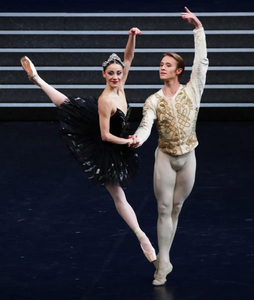 Swan Lake - Nicoletta Manni, Timofej Andrijashenko, photo by Brescia e Amisano ©Teatro alla Scala-01
