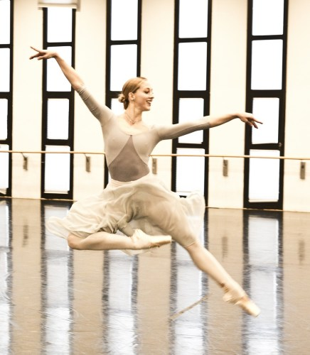 Virna Toppi rehearsing Manuel Legris' Verdi Suite, photo by Brescia e Amisano © Teatro alla Scala