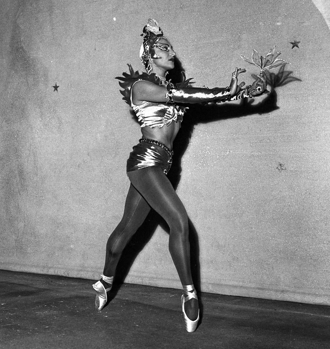 1950 Luciana Novaro in La Peri, photo by Erio Piccagliani © Teatro alla Scala