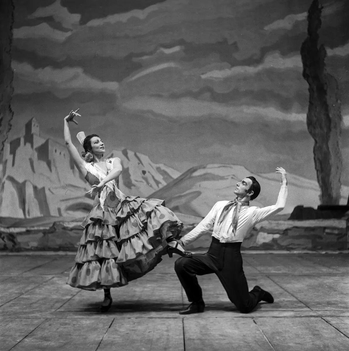 1952 Luciana Novaro in Capriccio spagnolo with Leonide Massine, photo by Erio Piccagliani © Teatro alla Scala
