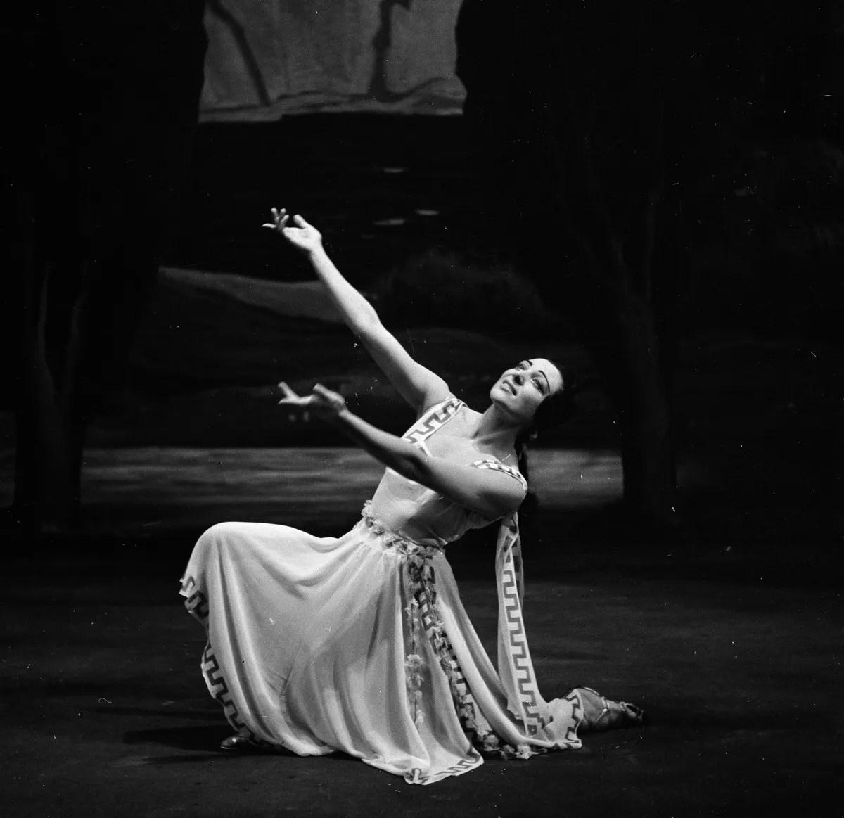 1953 Luciana Novaro in Daphnis et Chloé, photo by Erio Piccagliani © Teatro alla Scala