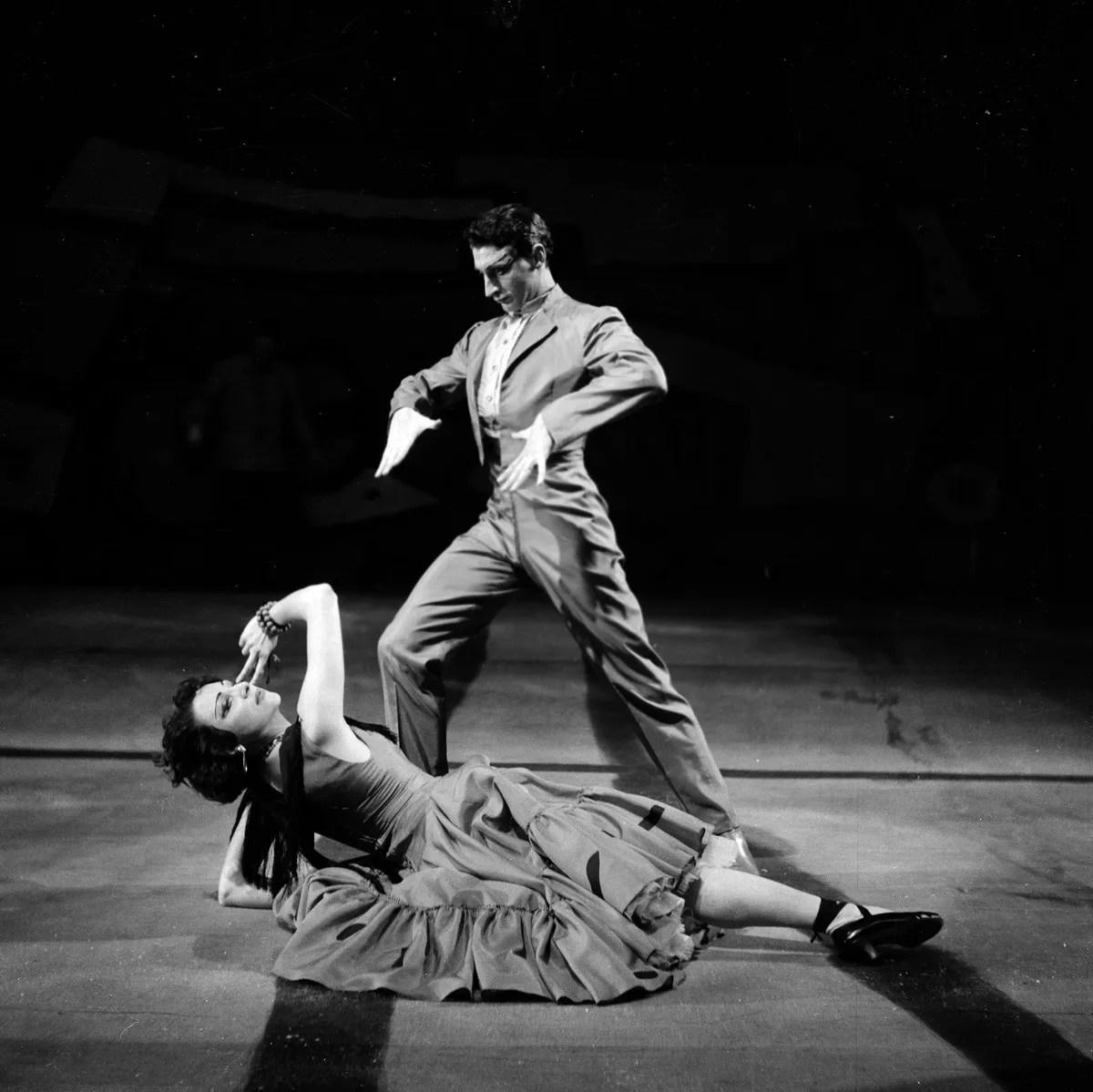 1953 Luciana Novaro in El amor brujo with Ugo Dell'Ara, photo by Erio Piccagliani © Teatro alla Scala