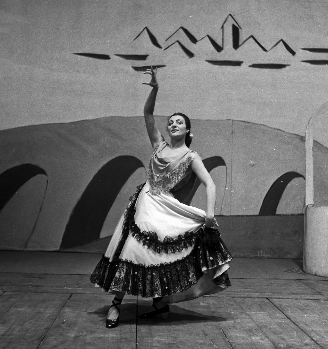 1953 Luciana Novaro in Il tricorno, photo by Erio Piccagliani © Teatro alla Scala
