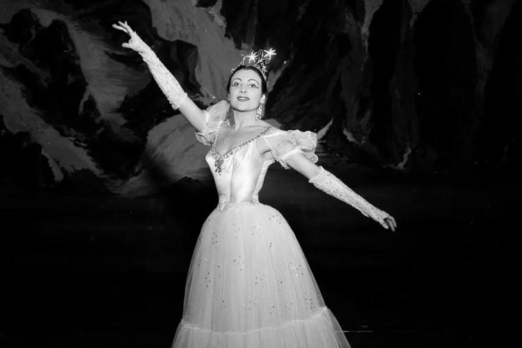 1953 Luciana Novaro in Le Baiser de la fée, photo by Erio Piccagliani © Teatro alla Scala crop