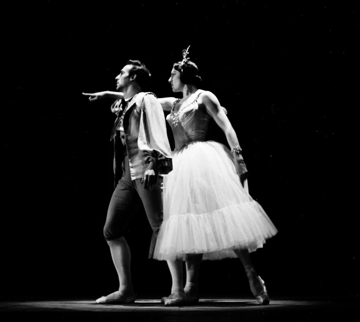 1953 Luciana Novaro in Le Baiser de la fée with Giulio Perugini, photo by Erio Piccagliani © Teatro alla Scala