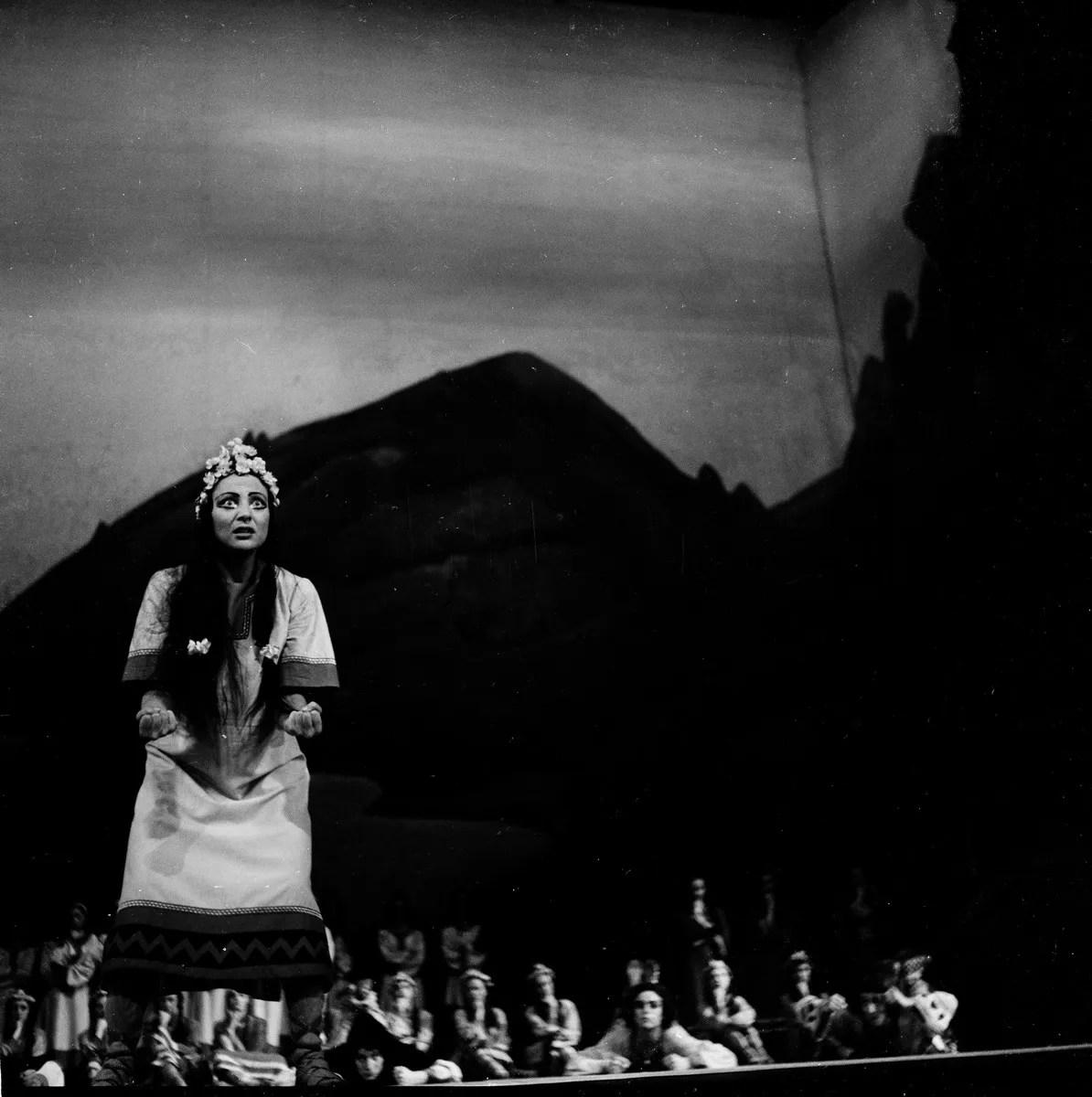 1953 Luciana Novaro in The Rite of Spring, photo by Erio Piccagliani © Teatro alla Scala-01