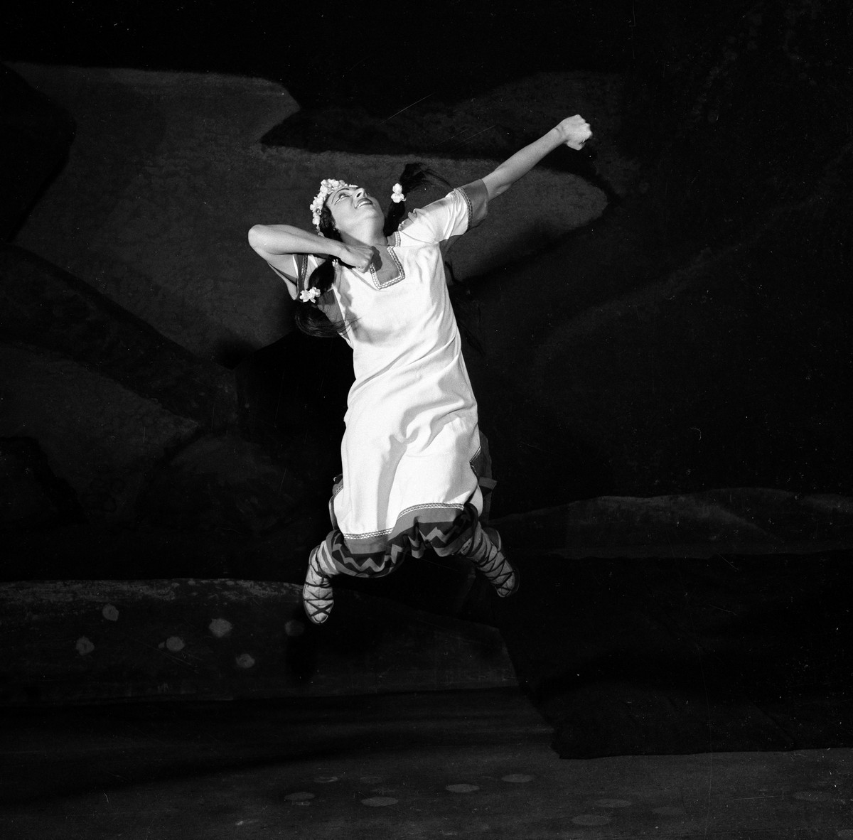 1953 Luciana Novaro in The Rite of Spring, photo by Erio Piccagliani © Teatro alla Scala-02