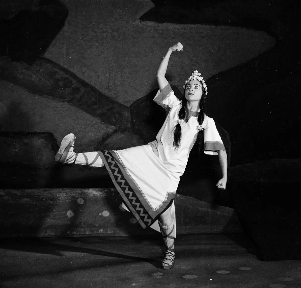 1953 Luciana Novaro in The Rite of Spring, photo by Erio Piccagliani © Teatro alla Scala-03