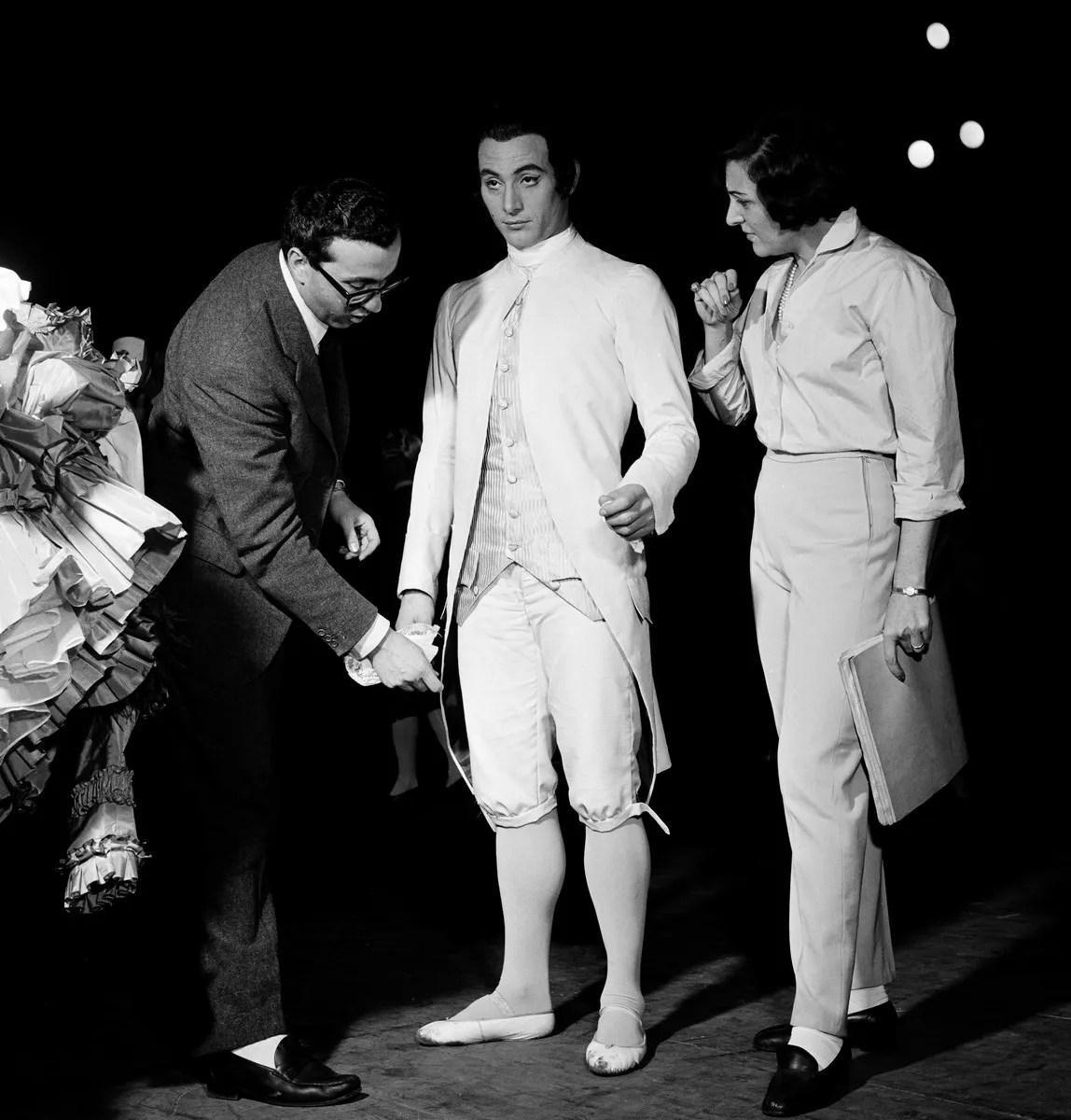 1961 Luciana Novaro with Pier Luigi Pizzi and Mario Pistoni Le donne di buon umore 73910PIN, photo by Erio Piccagliani © Teatro alla Scala