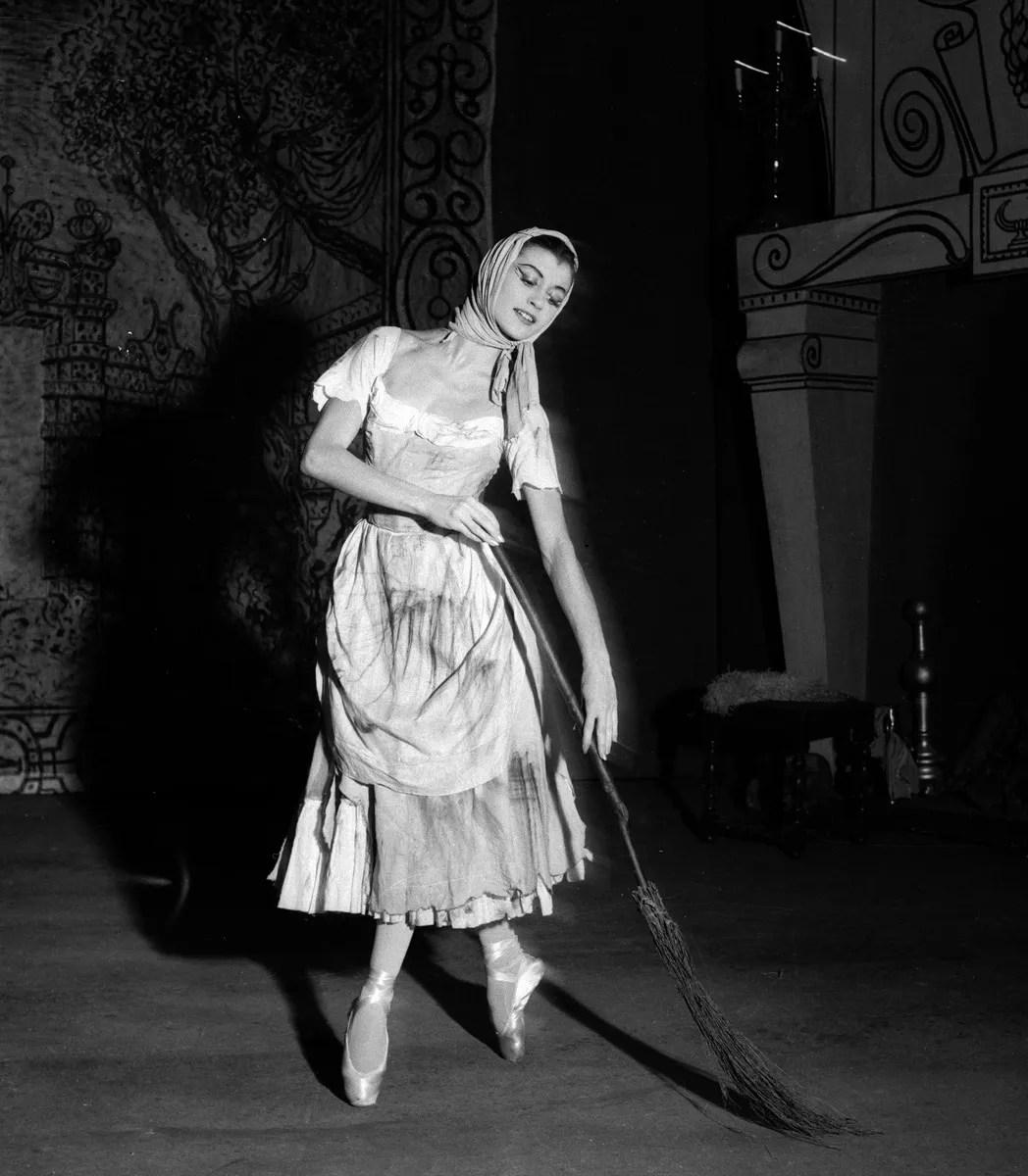 Carla Fracci as Cenerentola in 1955 photo by Erio Piccagliani