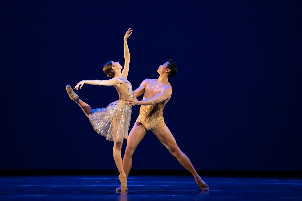 Yasmine Naghdi and Ryoichi Hirano in Within the Golden Hour, The Royal Ballet ©2021 ROH. Photograph by Bill Cooper