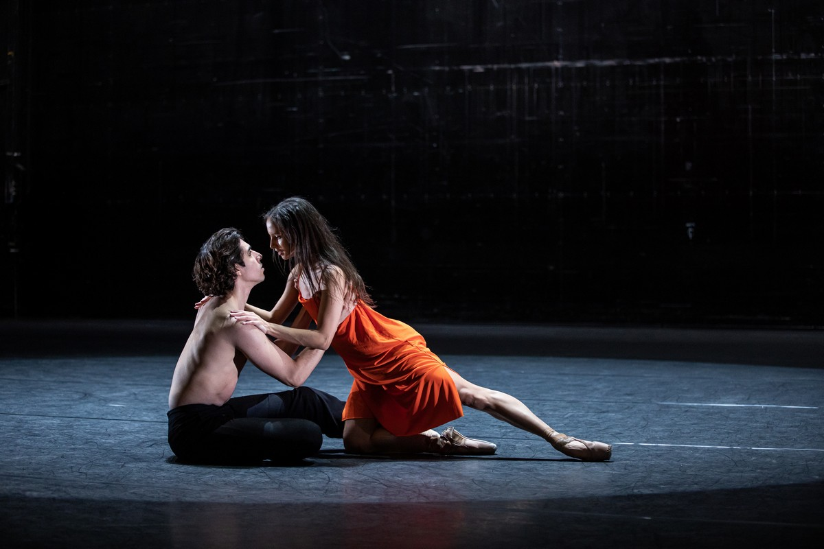 Francesca Hayward and Cesar Corrales in Wayne McGregors new ballet for Live from ROH 2020 photo credit Lara Cappelli ROH