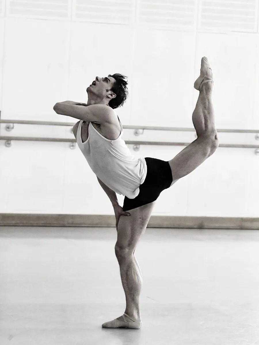 Davide Dato rehearses Uwe Scholz's Rite of Spring © Gabriele Schacherl (6)