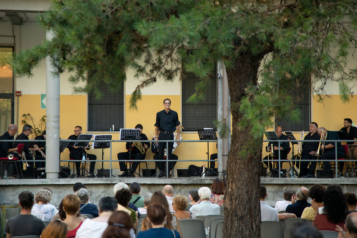 La Scala's brass section at a centre for people in need