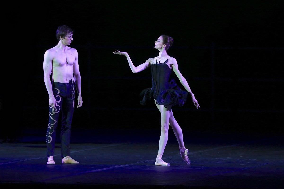 Project Handel from Pas de deux for Toes and Fingers, photo by Marcello Orselli, Teatro Carlo Felice - 344