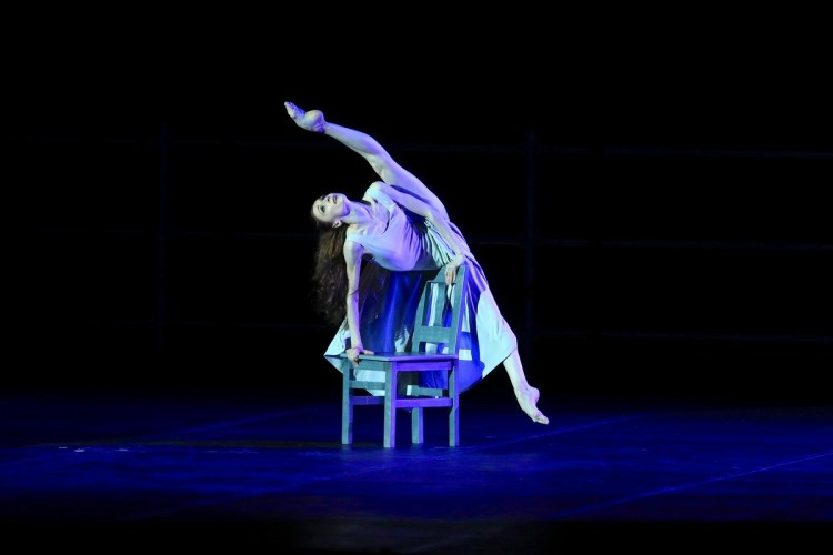 Revelation from Pas de deux for Toes and Fingers, photo by Marcello Orselli, Teatro Carlo Felice - 358