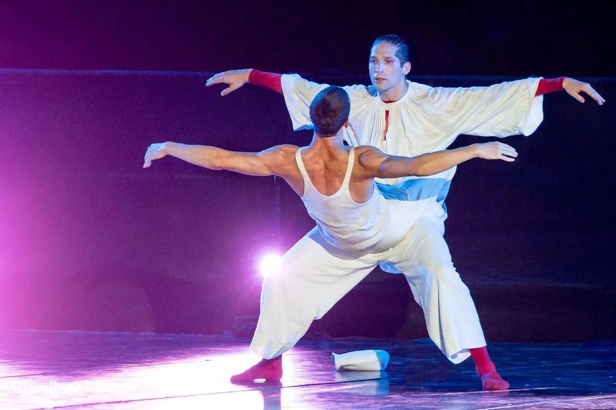 Sasha Riva and Simone Repele in Pulcinella © Graham Spicer_3