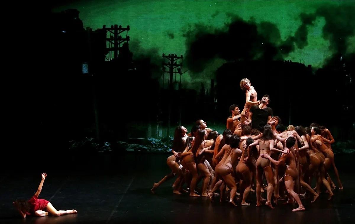 Madina - 46 - Roberto Bolle, Antonella Albano and the corps de ballet, photo by Brescia e Amisano ©Teatro alla Scala (2)