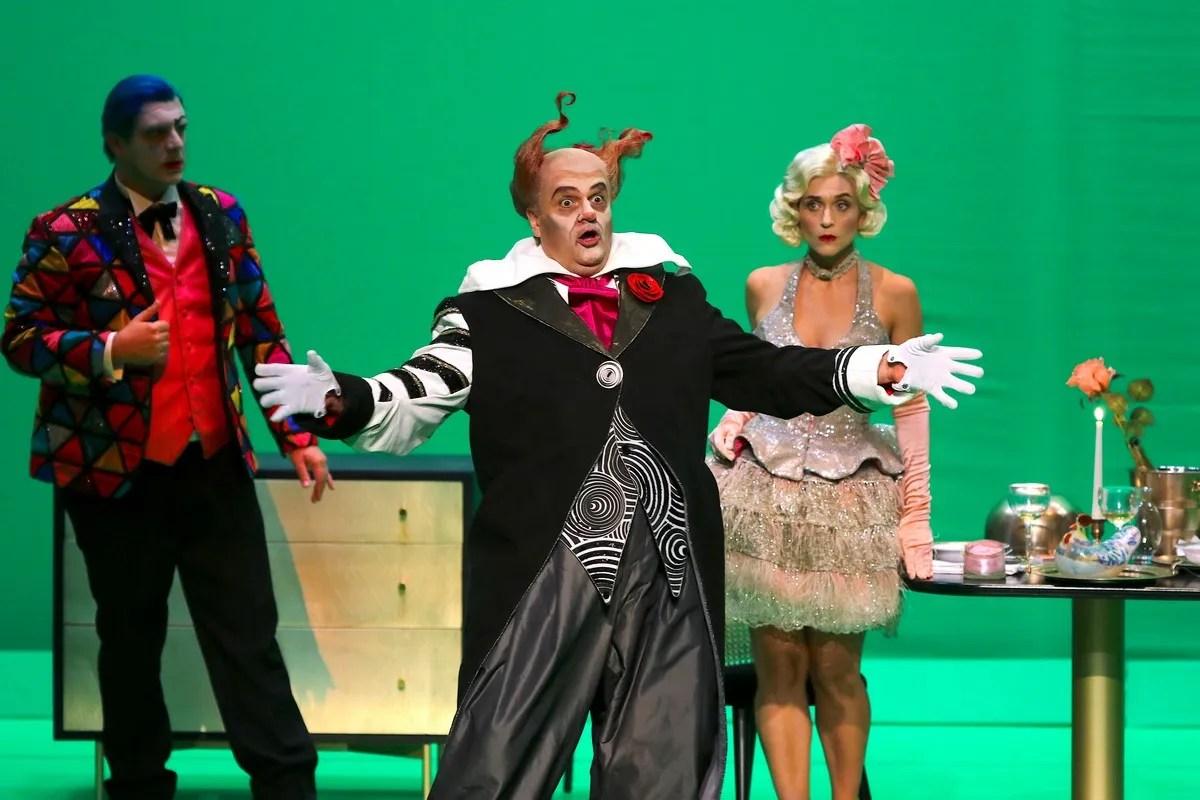 Sebastian Catana with Matteo Falcier and Serena Gamberoni in Pagliacci, photo by Orselli, Teatro Carlo Felice 2021