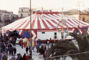 Carnevale a Grammichele - Anno 1988 - Tendone in piazza