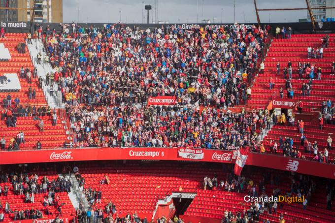 Permancia Granada CF Sevilla Afición salida buses-15