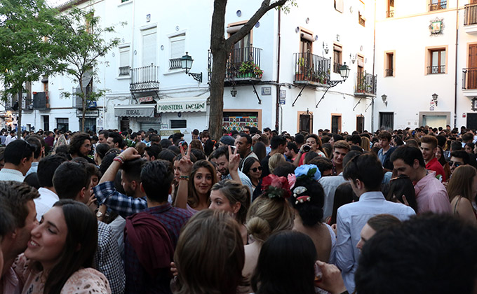 botellon plaza larga día cruz