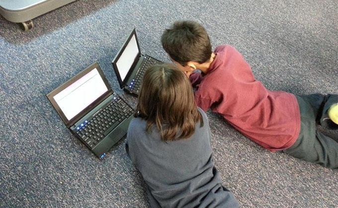 niños-ordenador-internet-red