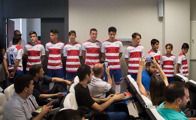 Presentación Primera equipación camiseta Granada CF rojiblanco-12