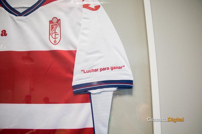 Presentación Primera equipación camiseta Granada CF rojiblanco-3