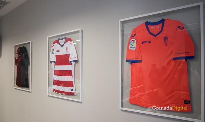 Presentación Primera equipación camiseta Granada CF rojiblanco-9