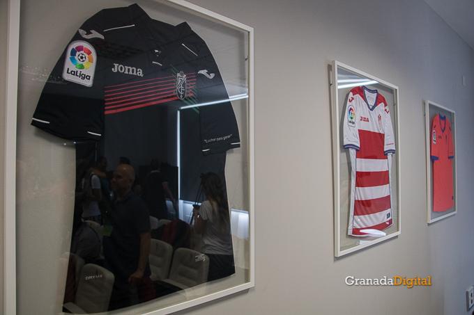Presentación Primera equipación camiseta Granada CF rojiblanco