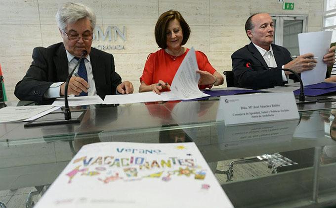 firma convenio cajagranada