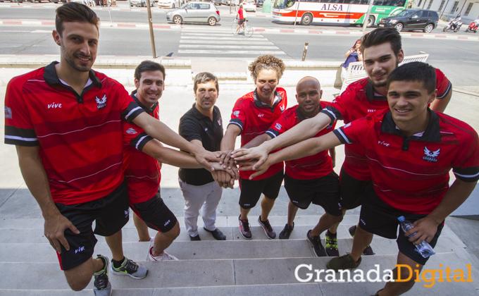 presentacion-de-los-nuevos-jugadores-de-Fundacion-Club-Baloncesto-Granada-Antonio-L-Juarez-1