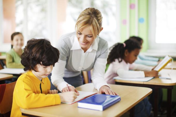 profesora-centro-educativo-academico