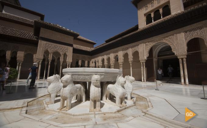 Patio de los leones  Alhambra