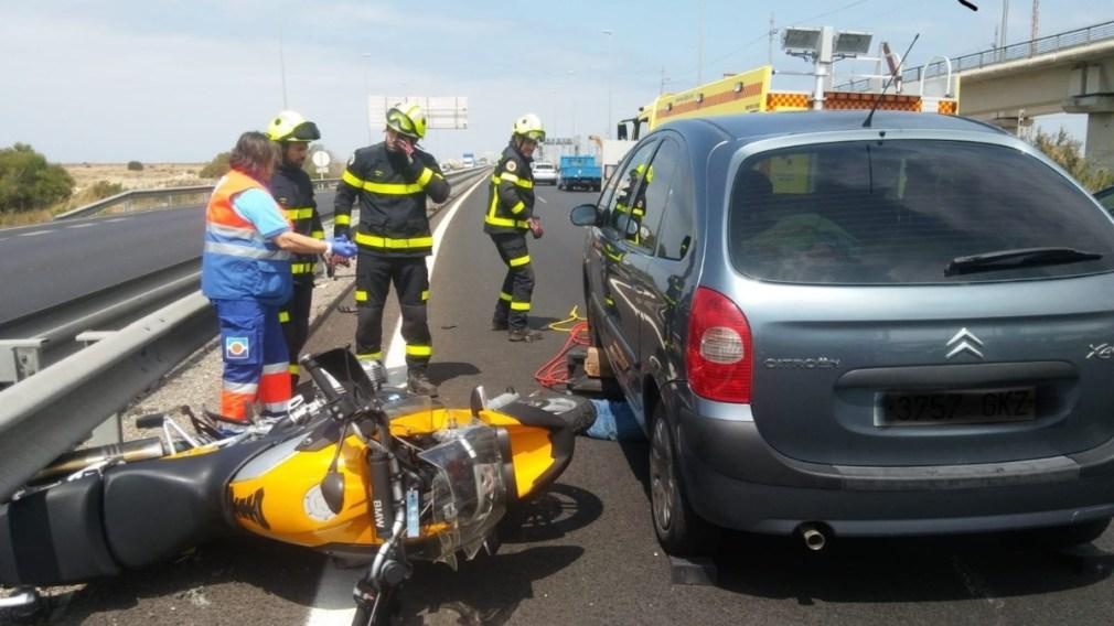 Accidente de tráfico con un motorista fallecido en San Fernando