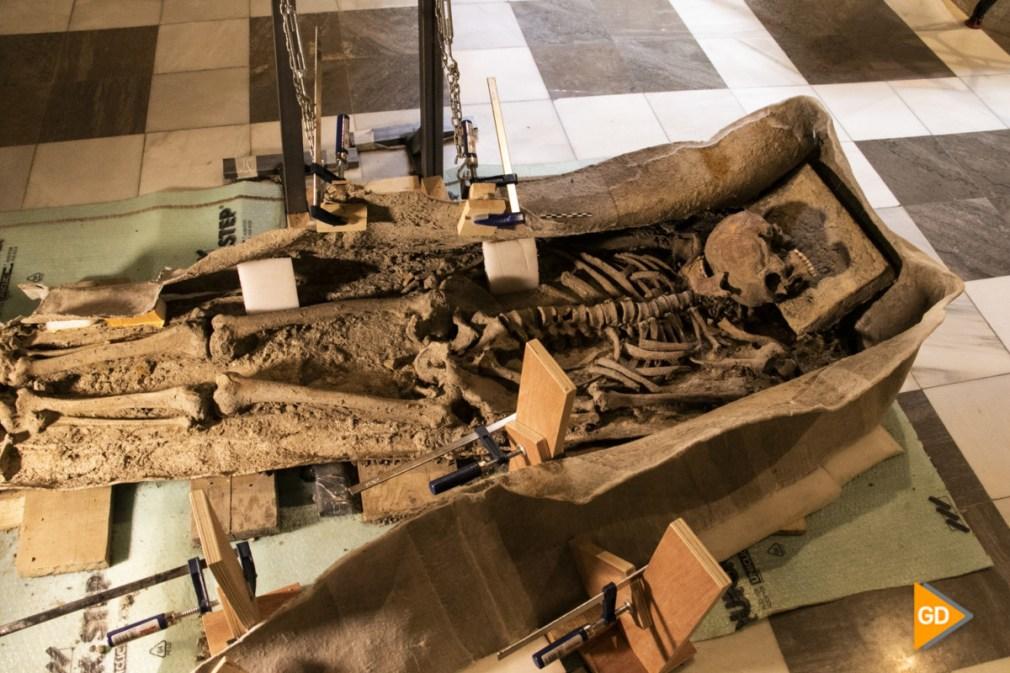 restos del cuerpo humano encontrado en el interior de un sarcofago de plomo en Granada